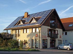 Photovoltaik-Anlage auf Hausdach